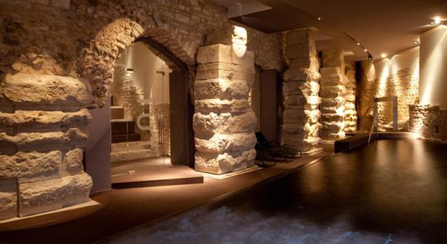 nun-assisi-relais-spa-museum-hotels-italy-assisi-250348_175982orjxm