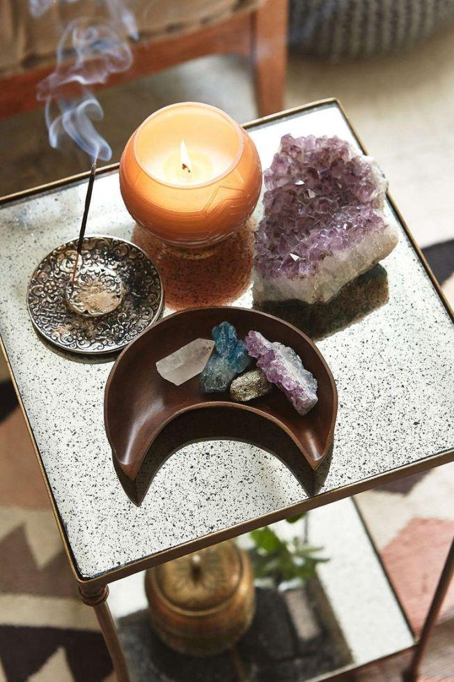 4609767acd5bd7279da2825d725ec76a--crystal-altar-crystal-decor