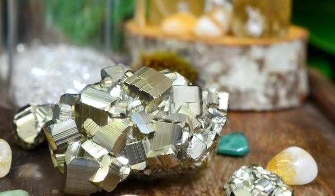 pyriteuse-forwealthandabundance.jpg
